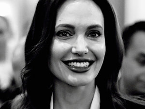 Angelina Jolie, jamnik