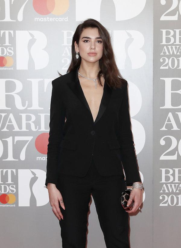 Brit Awards 2017, Dua Lipa