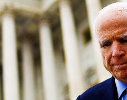 """Niepokojące słowa amerykańskiego senatora Johna McCaina: """"Rokowania są bardzo złe''. Czy polityk wygra walkę z glejakiem?"""