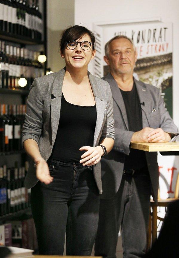 Antonina Turnau w czarnej bluzce