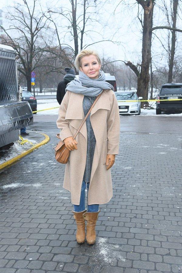 Joanna Racewicz w beżowym płaszczu