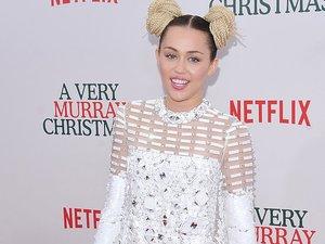 Miley Cyrus pozuje do zdjęć na ściance