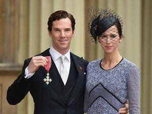 Benedict Cumberbatch, Sophie Hunter pozują z Orderem Imperium Brytyjskiego