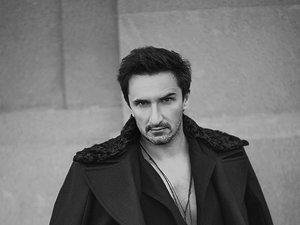 Sebastian Karpiel Bułecka w sesji w listopadowej Vivie!