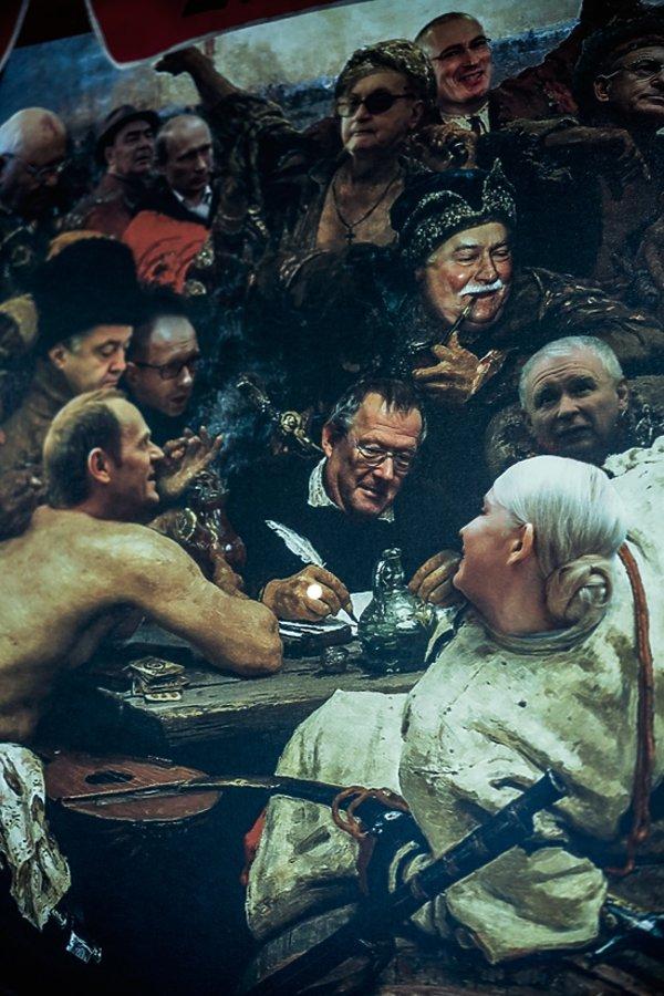 Obraz Kozacy piszą list do sułtana, a po środku Adam Michnik