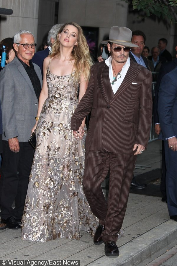 Johnny Depp i Amber Heart elegancko ubrani na ulicy