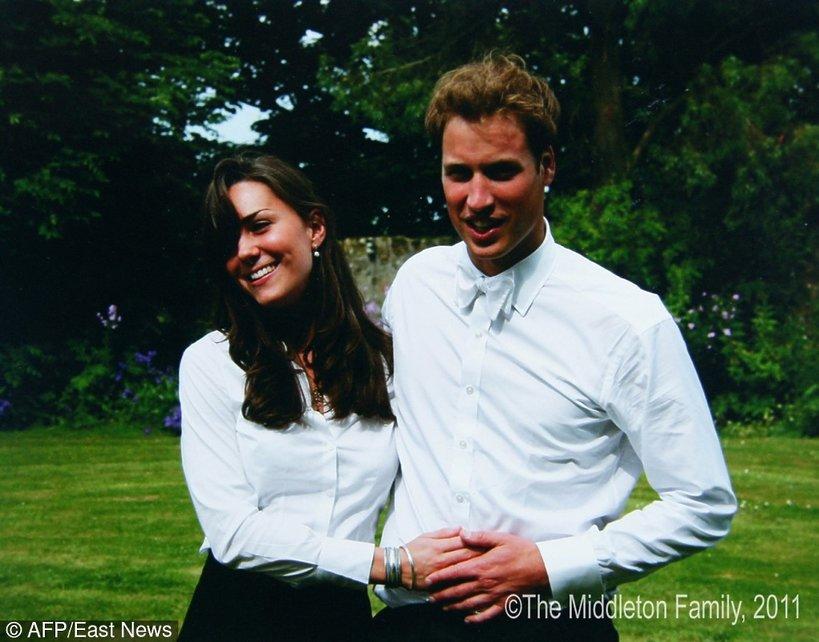 Zdjęcie z archiwum rodziny Middleton. 06.2005 Kate Middleton i książę William w dniu ukończenia studiów na Uniwersytecie św. Andrzeja w Szkocji