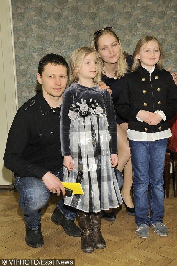 Dominika Figurska pozuje z mężem i dwójką dzieci