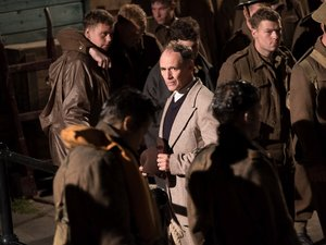 """Film Name: DUNKIERKA  Copyright: © 2017 WARNER BROS. ENTERTAINMENT INC. ALL RIGHTS RESERVED  Photo Credit: Melinda Sue Gordon  Caption: (Center) MARK RYLANCE as Mr. Dawson in the Warner Bros. Pictures action thriller """"DUNKIRK,"""" a Warner Bros. Pictures re"""