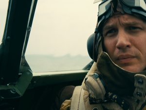 """Film Name: DUNKIERKA  Copyright: © 2017 WARNER BROS. ENTERTAINMENT INC. ALL RIGHTS RESERVED  Photo Credit: Melinda Sue Gordon  Caption: TOM HARDY as Farrier in the Warner Bros. Pictures action thriller """"DUNKIRK,"""" a Warner Bros. Pictures release."""