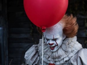"Film Name: TO  Copyright: © 2017 WARNER BROS. ENTERTAINMENT INC. AND RATPAC-DUNE ENTERTAINMENT LLC.  ALL RIGHTS RESERVED  Photo Credit: Brooke Palmer  Caption: BILL SKARSGÅRD as Pennywise in New Line Cinema's horror thriller ""IT,"" a Warner Bros. Pictures"