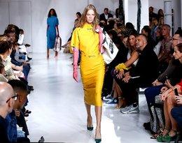 Calvin Klein po raz kolejny szokuje! Dom mody sprzedaje... gumowe rękawice