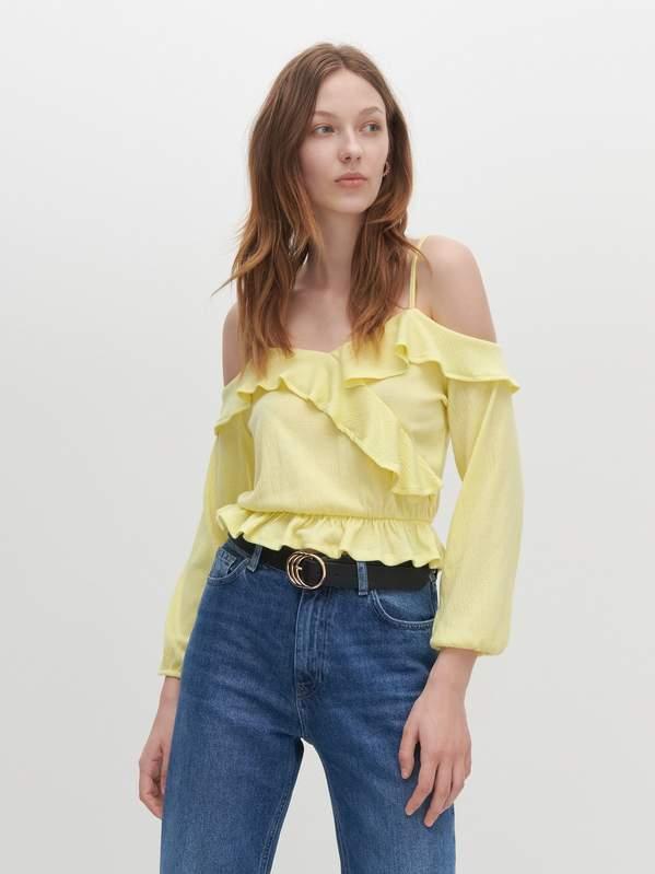 modne-koszule-z-odkrytymi-ramionami-na-lato-2020-z-zara-hm-i-reserved-od-29-zl