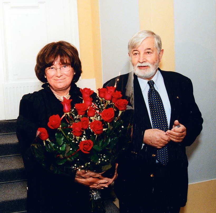 2002, Warszawa. Fotograficzka Zofia Nasierowska i jej maz rezyser filmowy Janusz Majewski.
