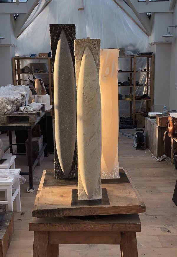 3 rzeźby pt. Wrzeciono, w pracowni
