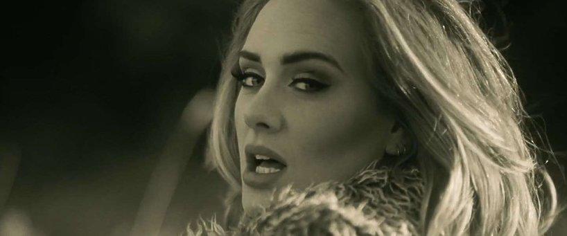 Adele w teledysku Hello