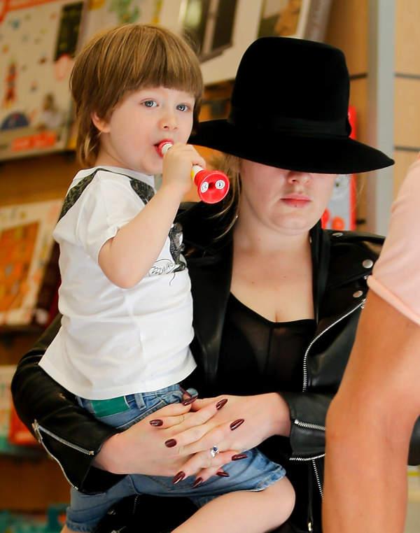 Adele z synem, Angelo, 2016
