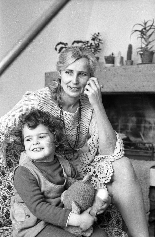 Agnieszka Osiecka z córką, dzieciństwo Agaty Passent