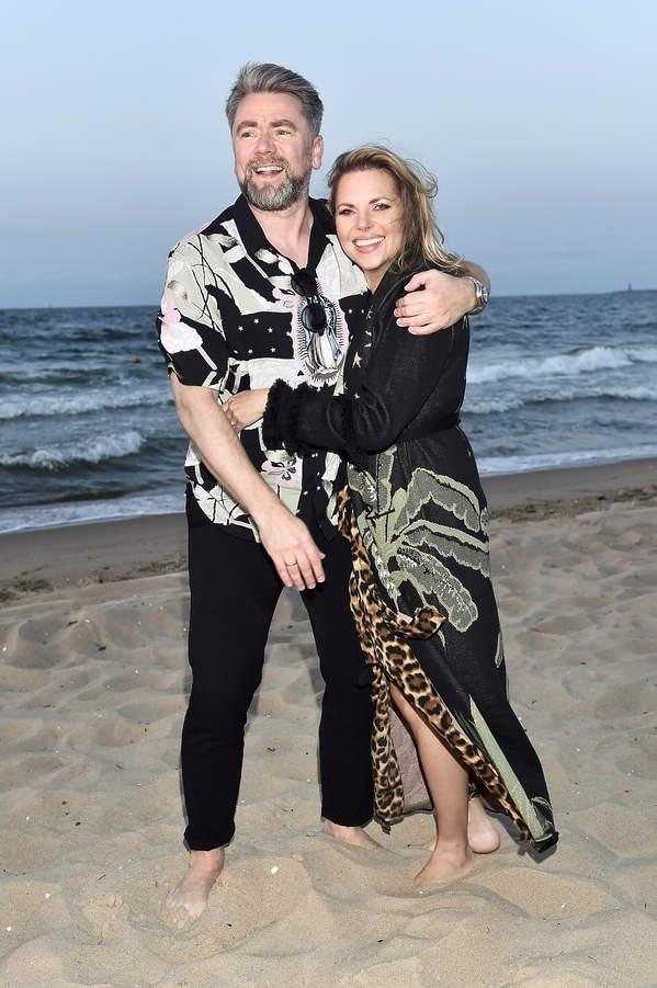 Aleksandra Kwaśniewska i Kuba Badach na pokazie mody nad morzem