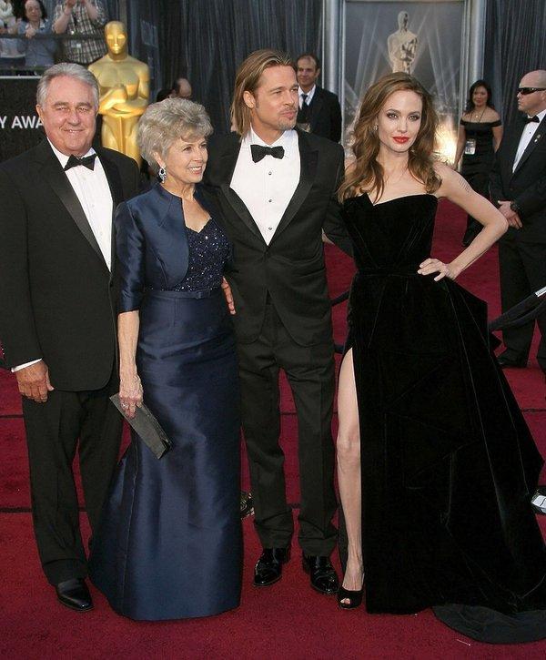 Angelina Jolie i Brad Pitt z rodzicami, mama Brada Pitta, tata Brada Pitta