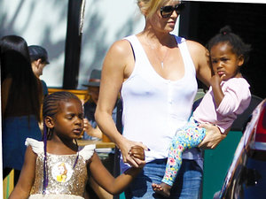 Angelina Jolie i Shiloh, Charlize Theron i Jackson