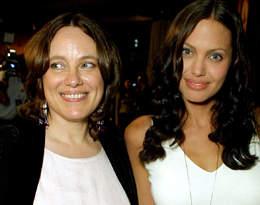 """""""Teraz rozumiem, jak bardzo zmieniła mnie jej śmierć"""". Kim była matka Angeliny Jolie?"""