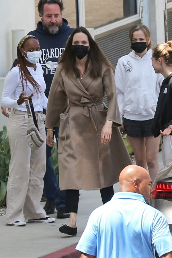Angelina Jolie w szpitalu, dzieci