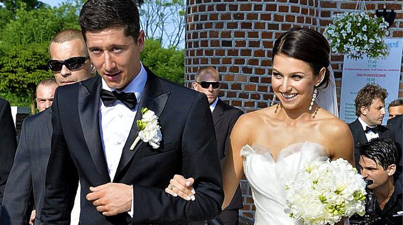 31732d47c4 Zobacz najpiękniejsze suknie ślubne polskich gwiazd! 15 zobacz 15 zobacz  Anna i Robert Lewandowscy