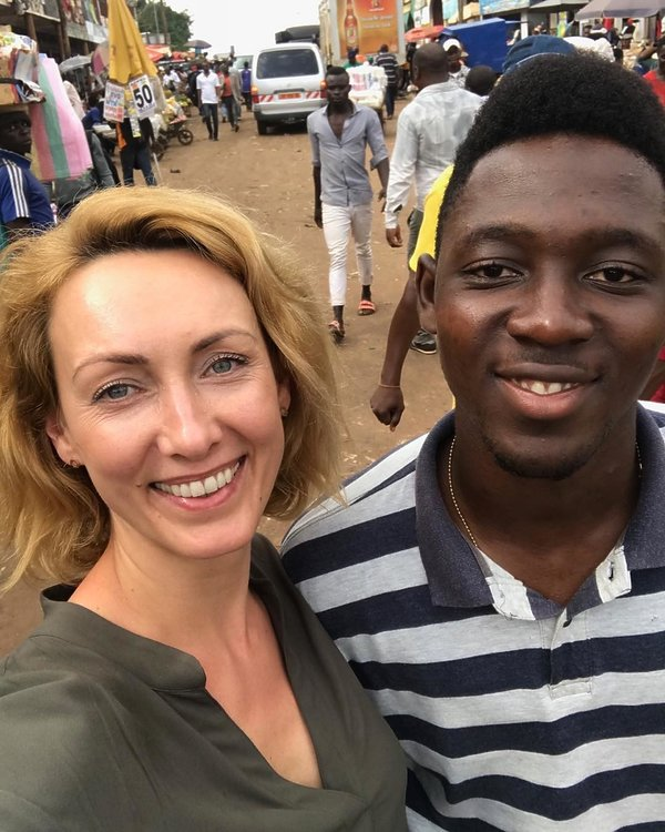 Anna Kalczyńska w Kamerunie, Prasowanie piersi
