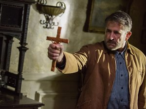"""ANTHONY LaPAGLIA as Samuel Mullins in New Line Cinema's supernatural thriller """"ANNABELLE: CREATION,"""" a Warner Bros. Pictures release."""
