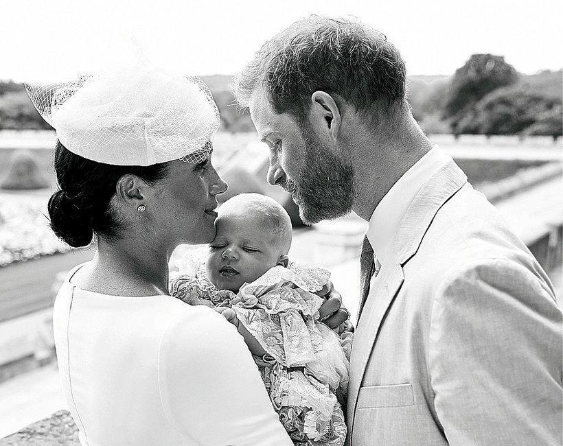 Archie Harrison Mountbatten-Windsor, chrzest Archiego oficjalne zdjęcie, księżna Meghan, książę Harry