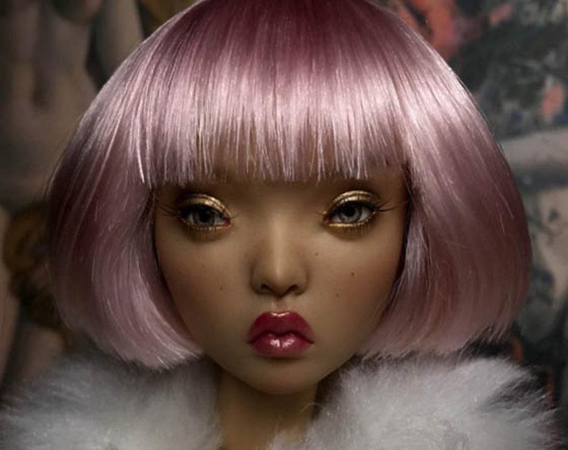 artystka Olga Kamenetskaya przerabia lalki