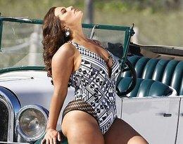 Ashley Graham w kostiumie kąpielowym bez retuszu