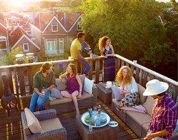 Jak odmienić balkon? Latem może zastąpić… salon!