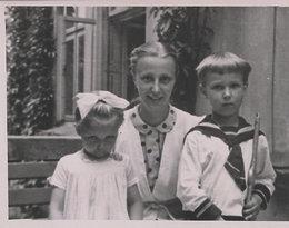 Barbara Młynarska-Ahrens, Wojciech Młynarski z mamą, rok 1946, Komorów
