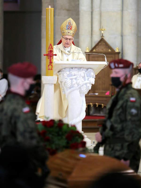 biskup antoni dlugosz pogrzeb krzysztofa krawczyka