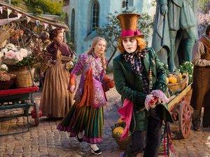 Bohaterowie filmu Alicja po drugiej stronie lustra Johnny Depp, Mia Wasikowska