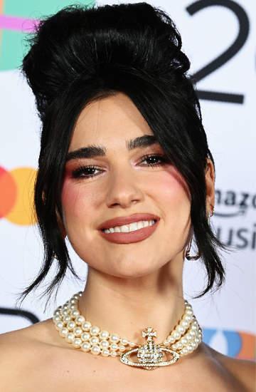 Brit Awards 2021 makijaże i fryzury