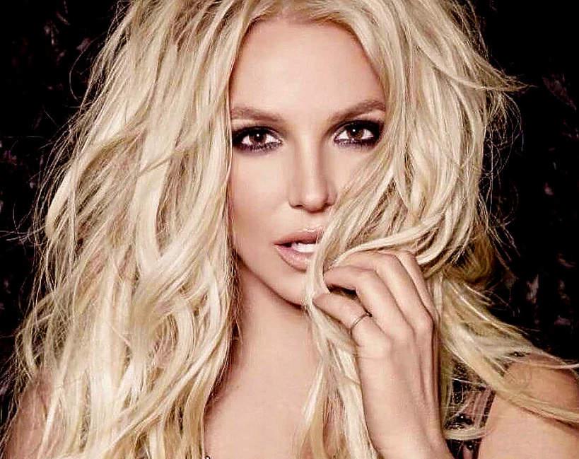Britney Spears ma różowe włosy