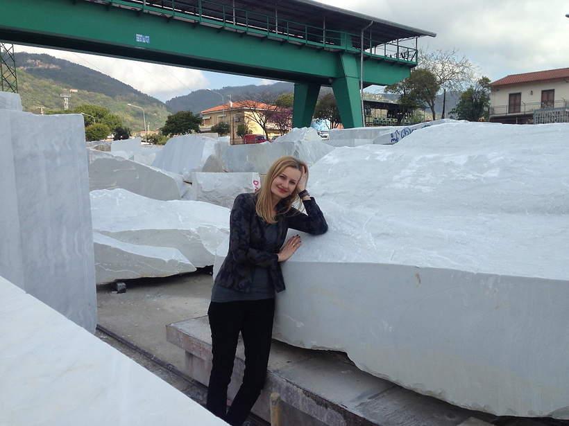 Carrara wybieranie marmuru na pomnik dla gen. Maczka, praca Moniki Osieckiej