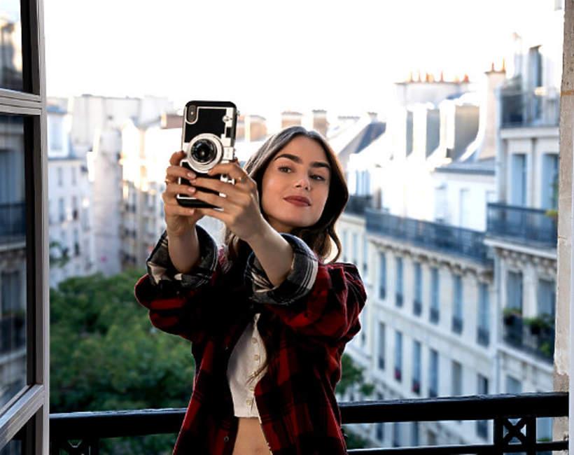 Case na telefon Emily w Paryzu