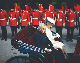 Cesarz Akihito i cesarzowa Michiko