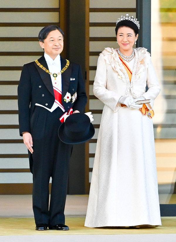 cesarz Naruhito z żoną