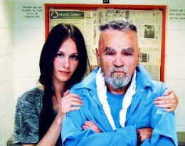 """Ślubuję Ci śmierć"". Historia miłości Afton Burton i Charlesa Mansona"
