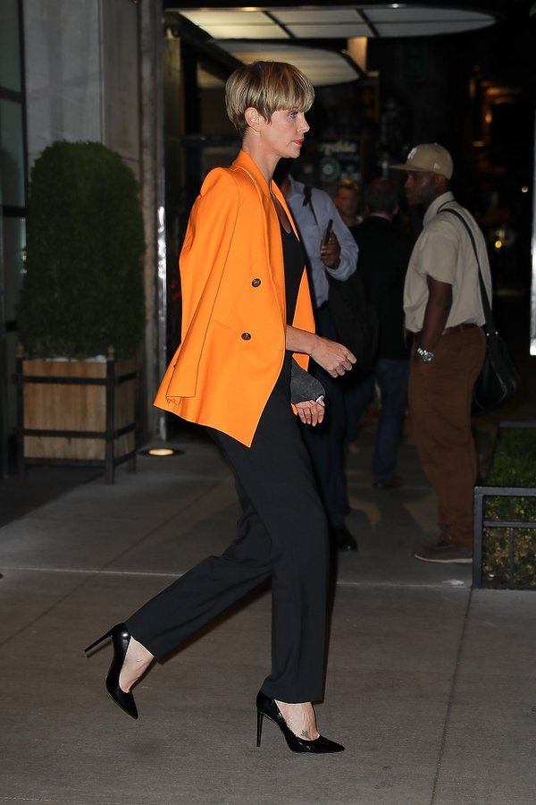 Charlize Theron w organe jacket 2019Charlize Theron w organe jacket 2019