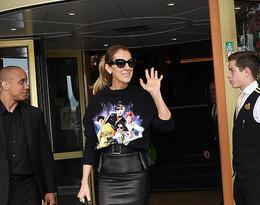 Céline Dion łączy street wear z eleganckim stylem w bluzie marki Filles A Papa i spódnice marki Mugler.