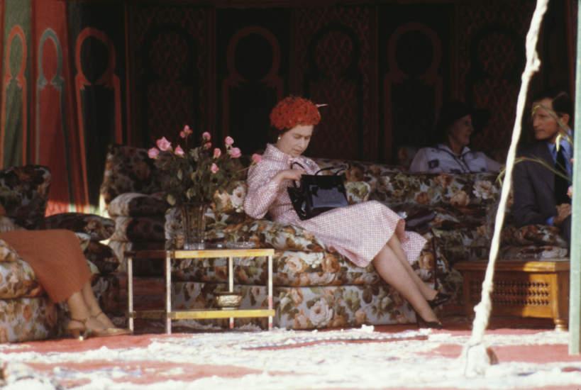 Co znajduje się w torebce Elżbiety II?