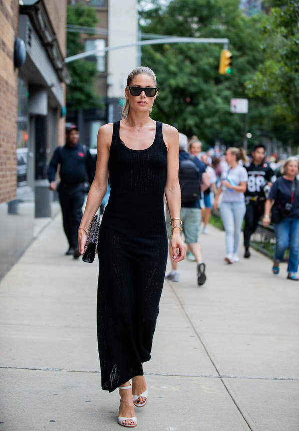 czarna sukienka 2021