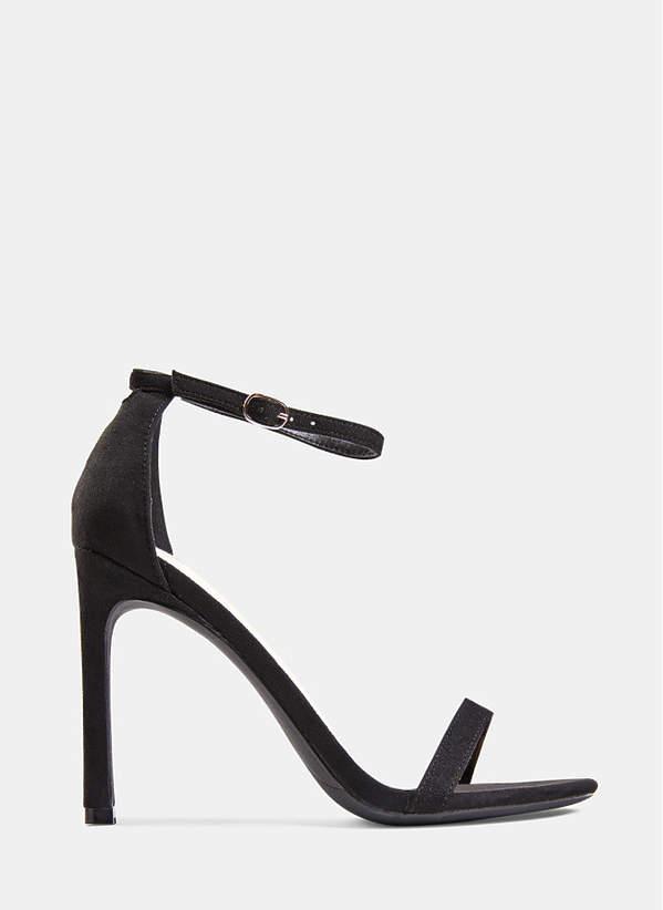 Czarne sandalki na szpilce w stylu Joanny Opozdy