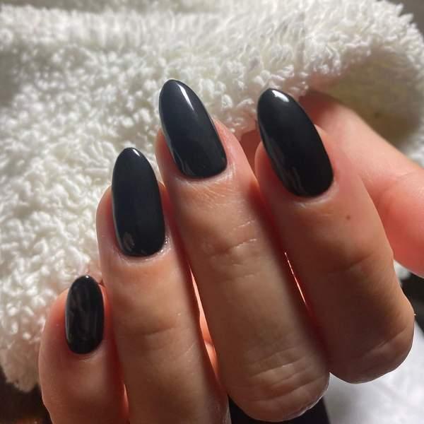 czarny manicure halloween Kourtney Kardashian
